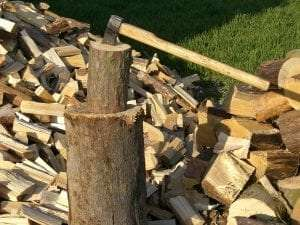 wood pile courtesy Wikimedia user Chmee2