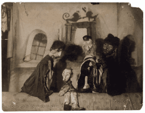 Puppets at the Yiddish Modicot theatre